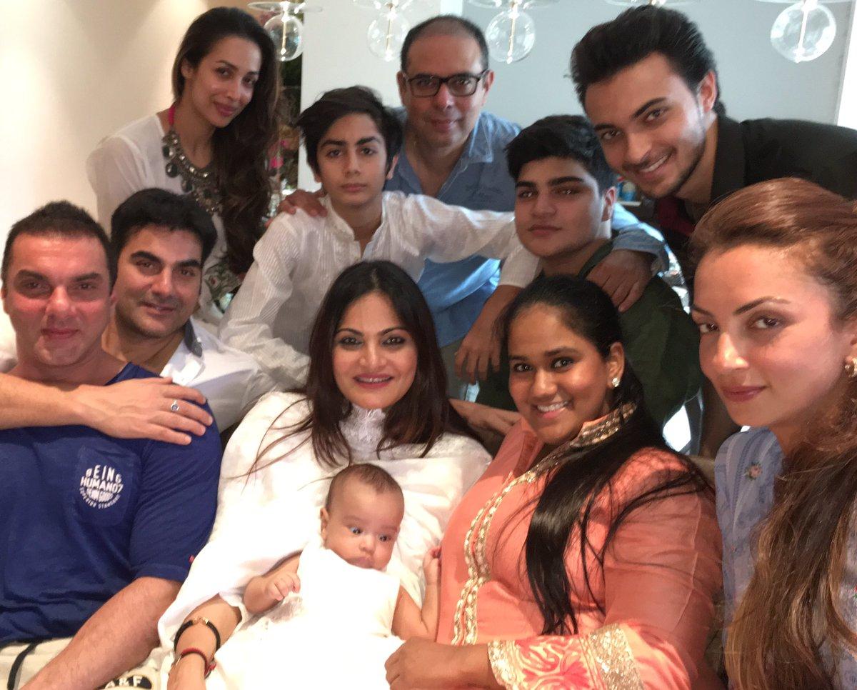 радостью салман кхан и его семья фото заморскую куртку пошел