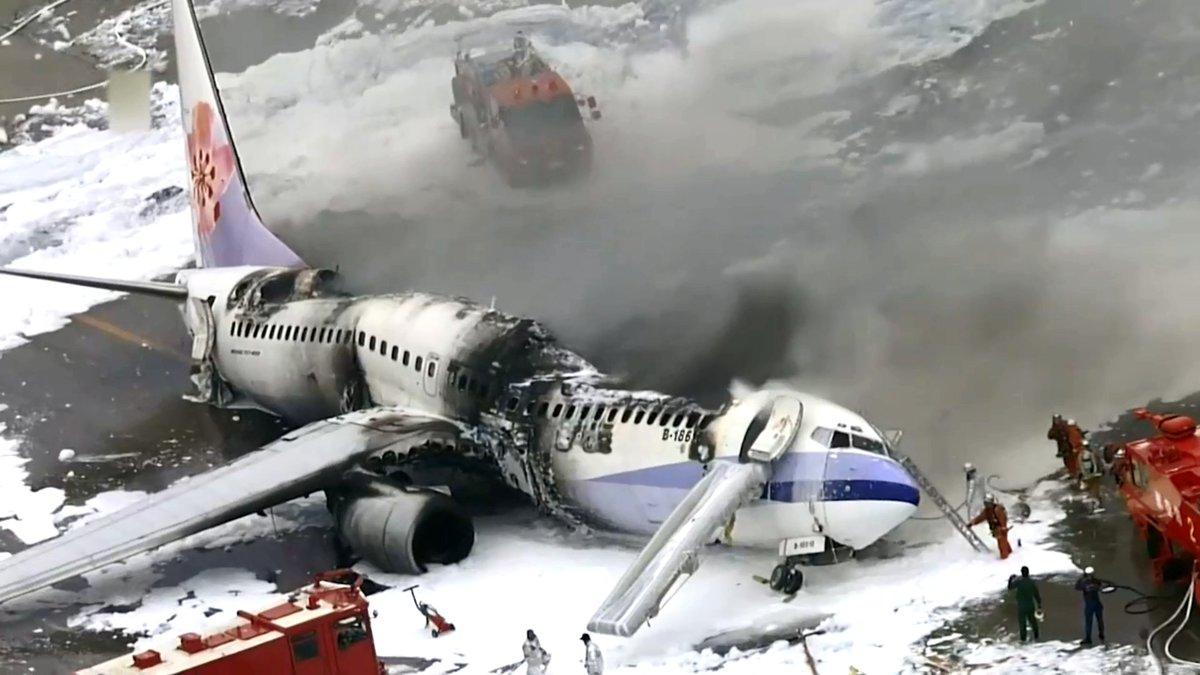 Japan air plane crash video