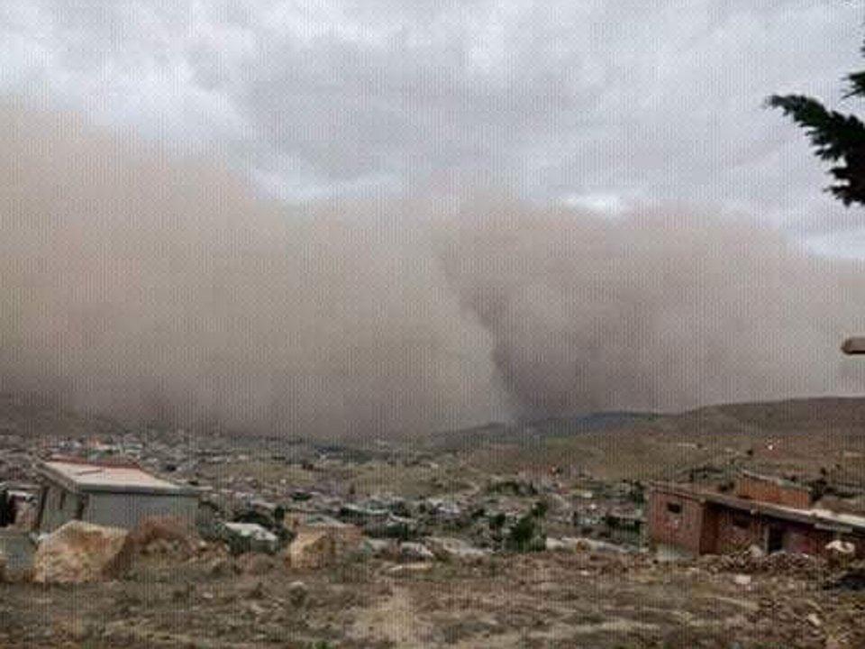 #Tempestade com #areia, #granizo e #raios atinge #Djelfa, #Argélia  http:// deolhonotempo.com.br/index.php/inte rnacional/5744-tempestade-com-areia-granizo-e-raios-atinge-djelfa-argelia &nbsp; … <br>http://pic.twitter.com/KnTXvQDNEc