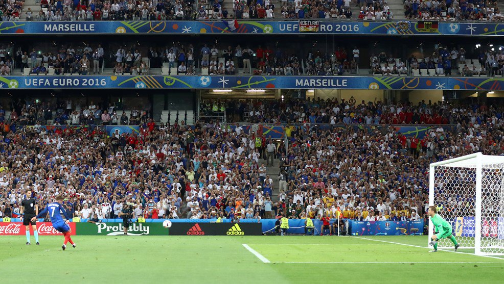 France beat Germany 2-0, to face Portugal in Euro final (https://pbs.twimg.com/media/CmyXLBIWYAAN6HB.jpg:large)