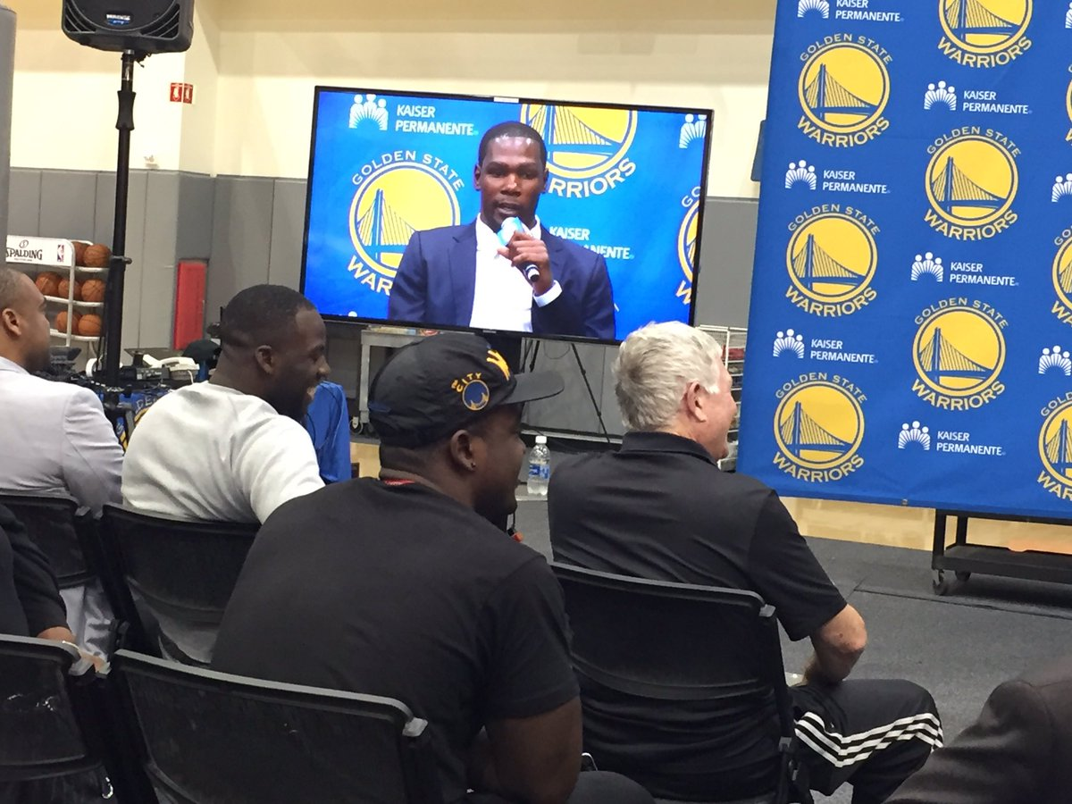 @Money23Green with a front row seat for #KevinDurant press conference. https://t.co/aaTjklQQK4