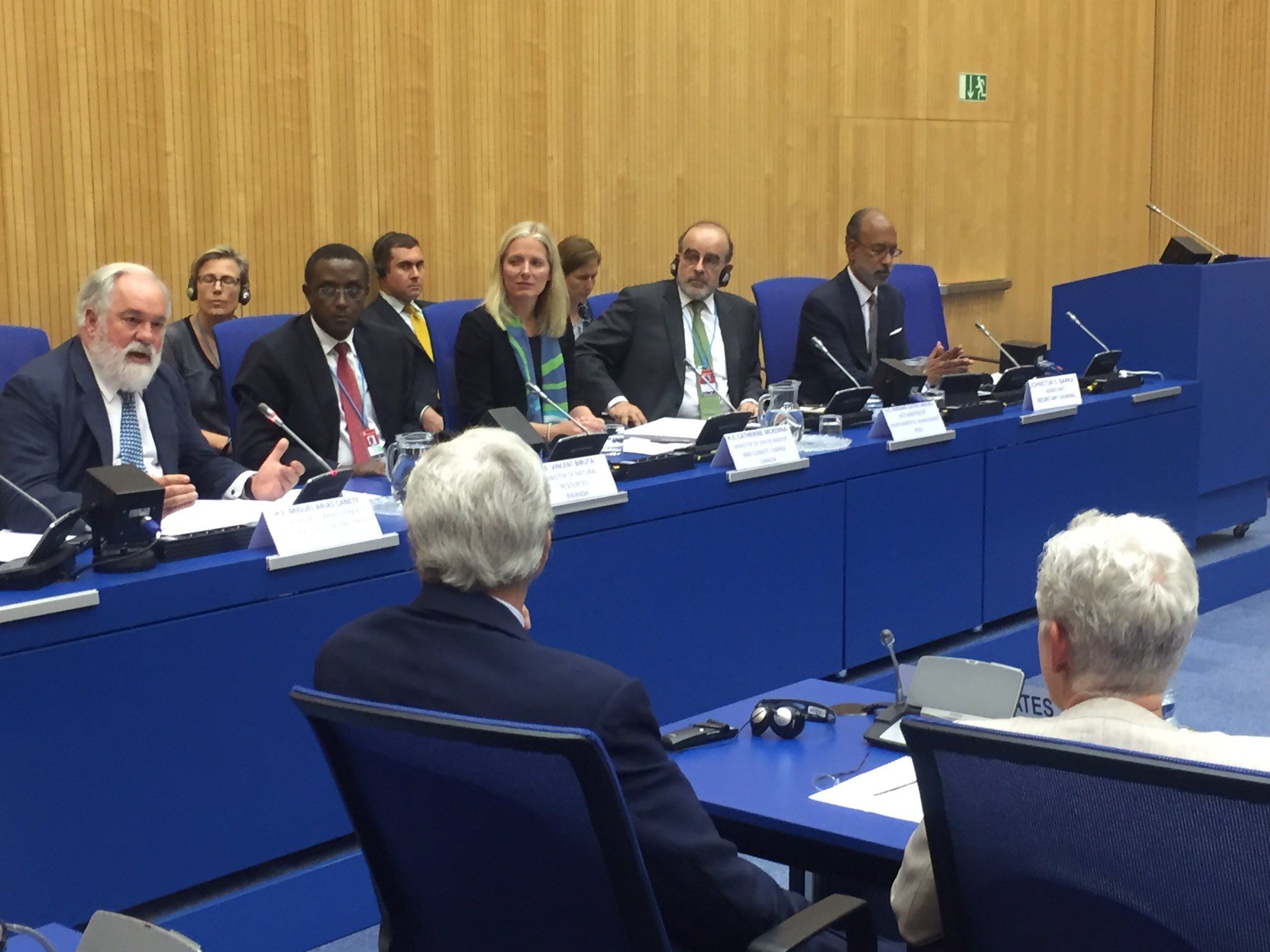 #HighAmbitionCoalition & other Ministers committed to ambitious #MontrealProtocol amendment on #HFCs meet in Vienna. https://t.co/v55HWxmVOF
