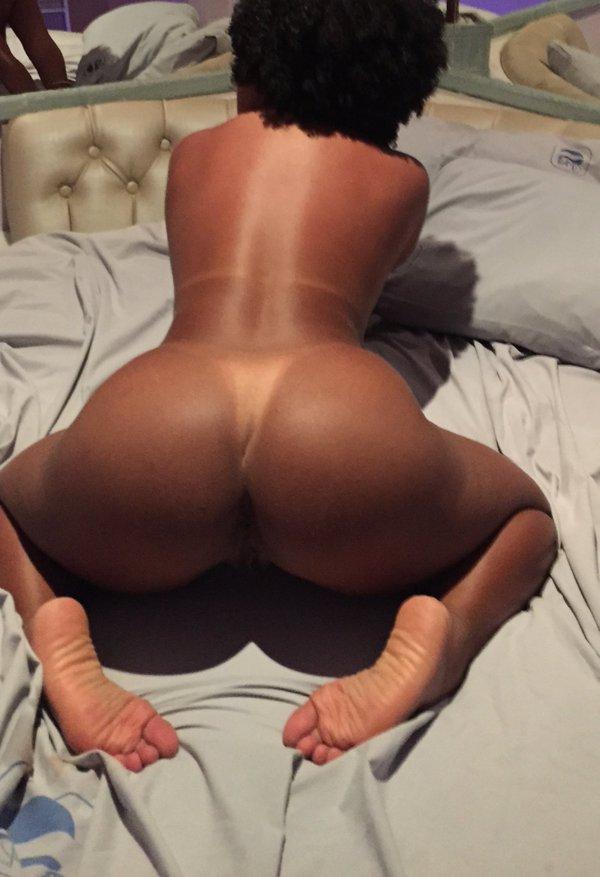 nicki minaj completely naked