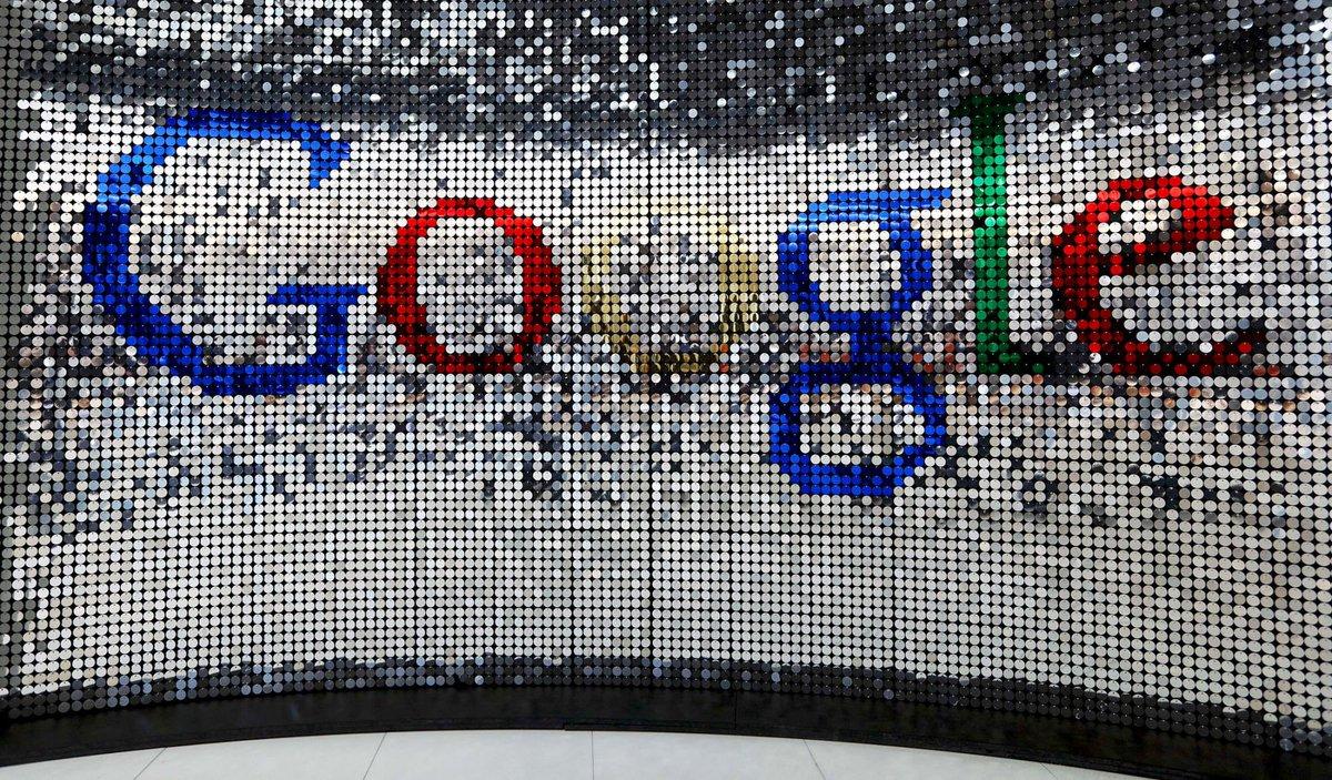 Bloombergによると、GoogleはDeepMindチームのAI技術によるデータセンター運用最適化で電力効率の15%改善(!)に成功したそうです。