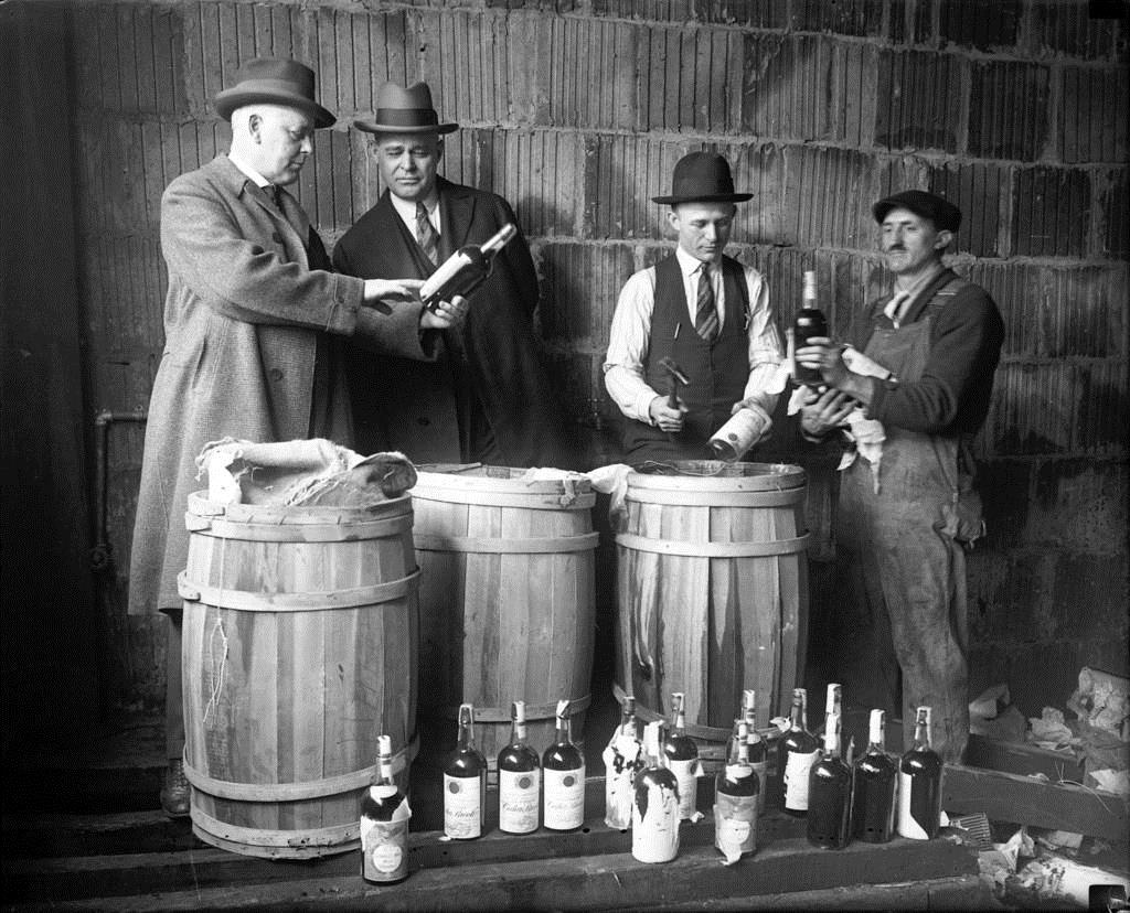 We won't stop you from drinking our wine… It's not 1925! (Chicago Tribune Archives) #WineWednesday #Prohibition https://t.co/f2lSNTHB8p