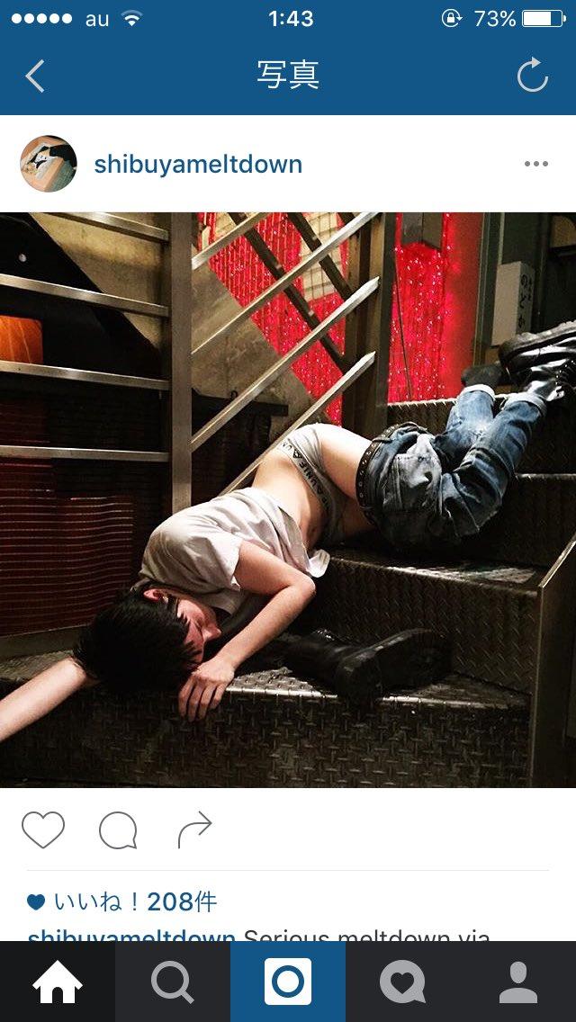 Instagramの渋谷で酔っ払って寝てる人の写真ばかり載せてるやつたまにめっちゃ萌えるんやけど、これフツーにこの兄ちゃん誰かに襲われないか心配なんだけど