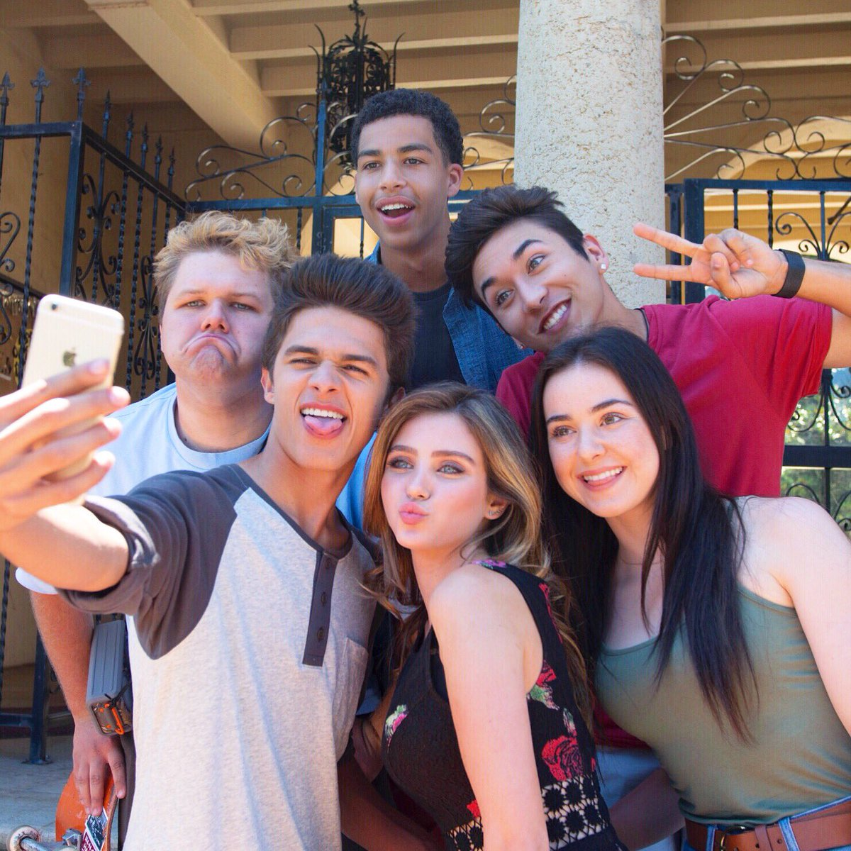 We just started filming our new movie #alexanderIRL Go to https://t.co/DWdM3WmzAb for the inside scoop! @BrentRivera https://t.co/8Sx16f7Y9h