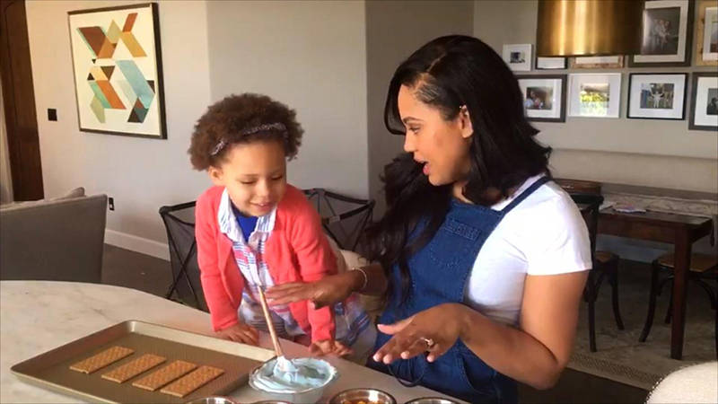 You're going to love doing foodie arts and crafts with @AyeshaCurry. https://t.co/5hYeXSXkOk