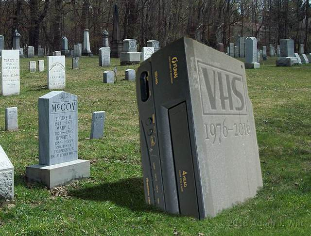 R.I.P., VHS VCRs https://t.co/qkhzOuerY0 https://t.co/84BcbIsEpd