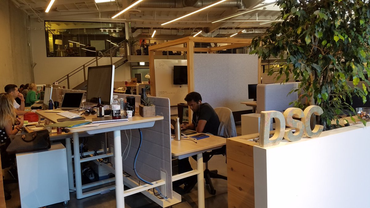Dropped by @DollarShaveClub office at 6pm to give @kdatoo & @mrdubin a big hug. They were of course still working. https://t.co/k0O9tmqdre