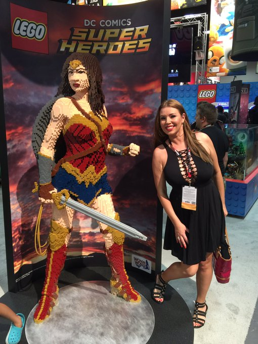 What an awesome first day at #ComicCon2016 !! Here is me with Winder Woman made in Legos https://t.c