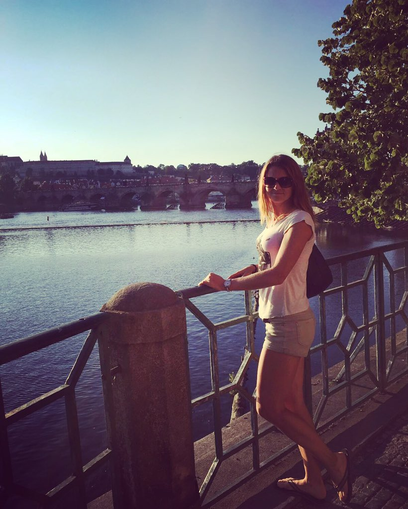 LUCIE SAFAROVA Cn4L1nLXEAAx_lx