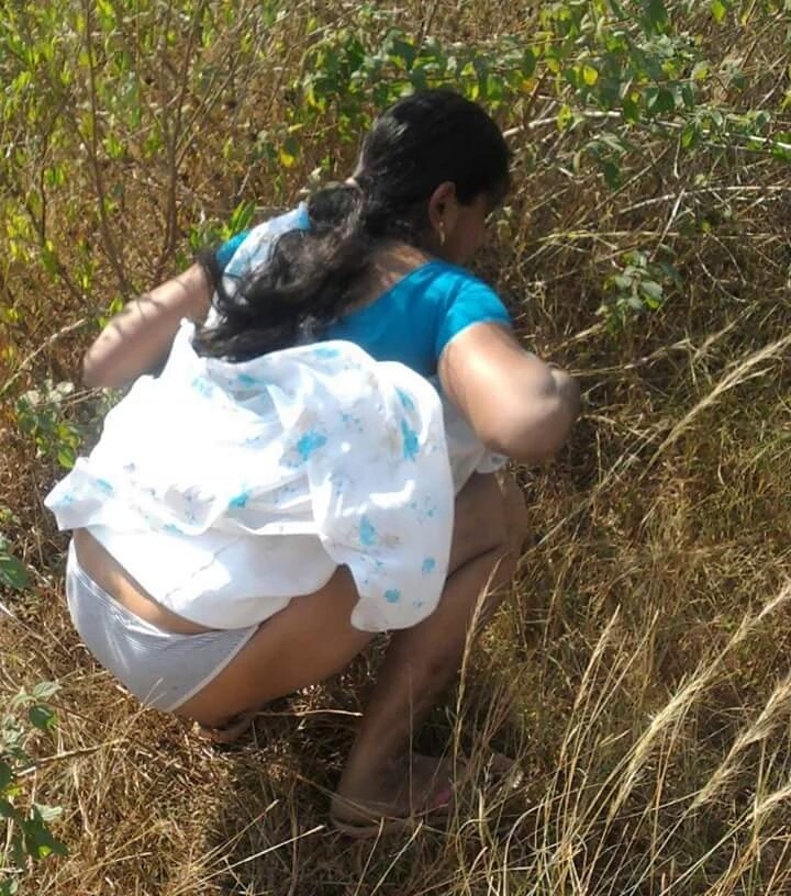 Pissing in saree