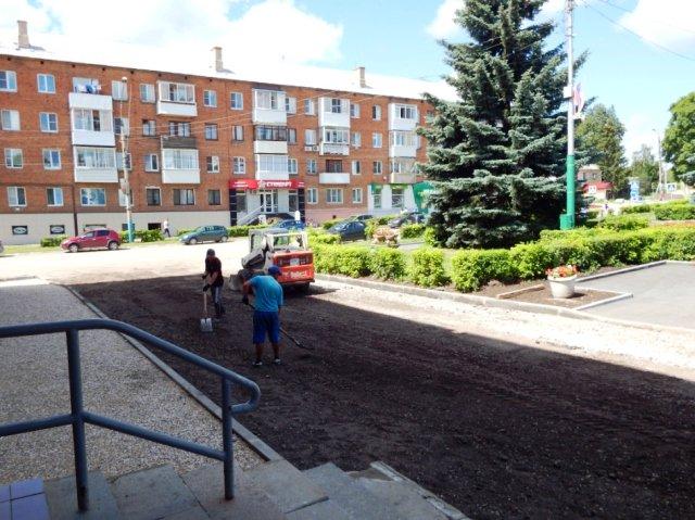 На площади Ленина идёт ремонт асфальтового покрытия