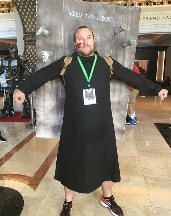 Is this already the best #cosplay at #SDCC2016? Yes. #GOT #Hodor  https://t.co/l4fMinjWFg https://t.co/jB10F81Rww