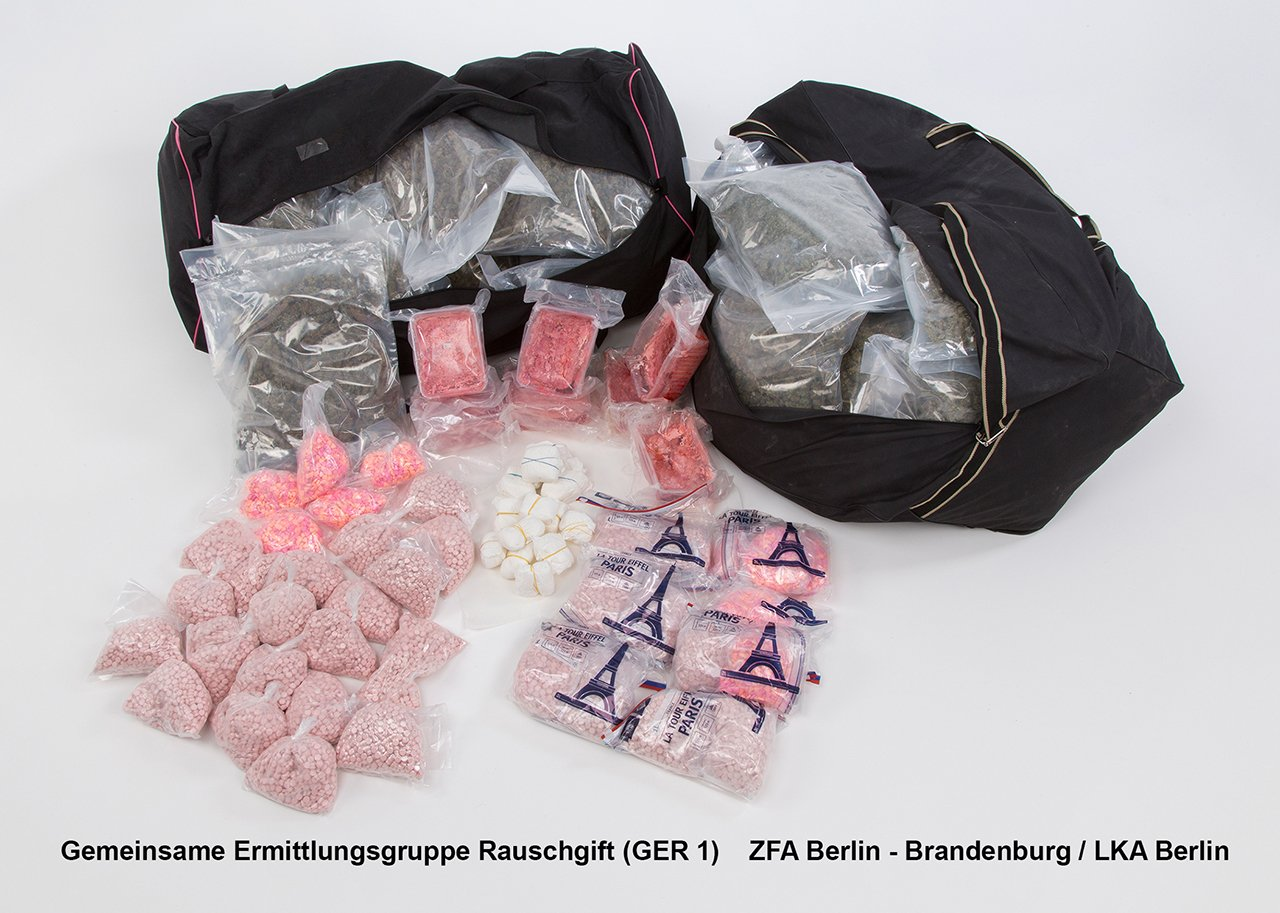 Was #LKA& #Zoll so in #Neukölln'er Wohnungen finden:17 Kilo #Ecstasy,45 K. #Marihuana - u.A.:https://t.co/KUfMN3jrmN https://t.co/FTDOjtyPQC