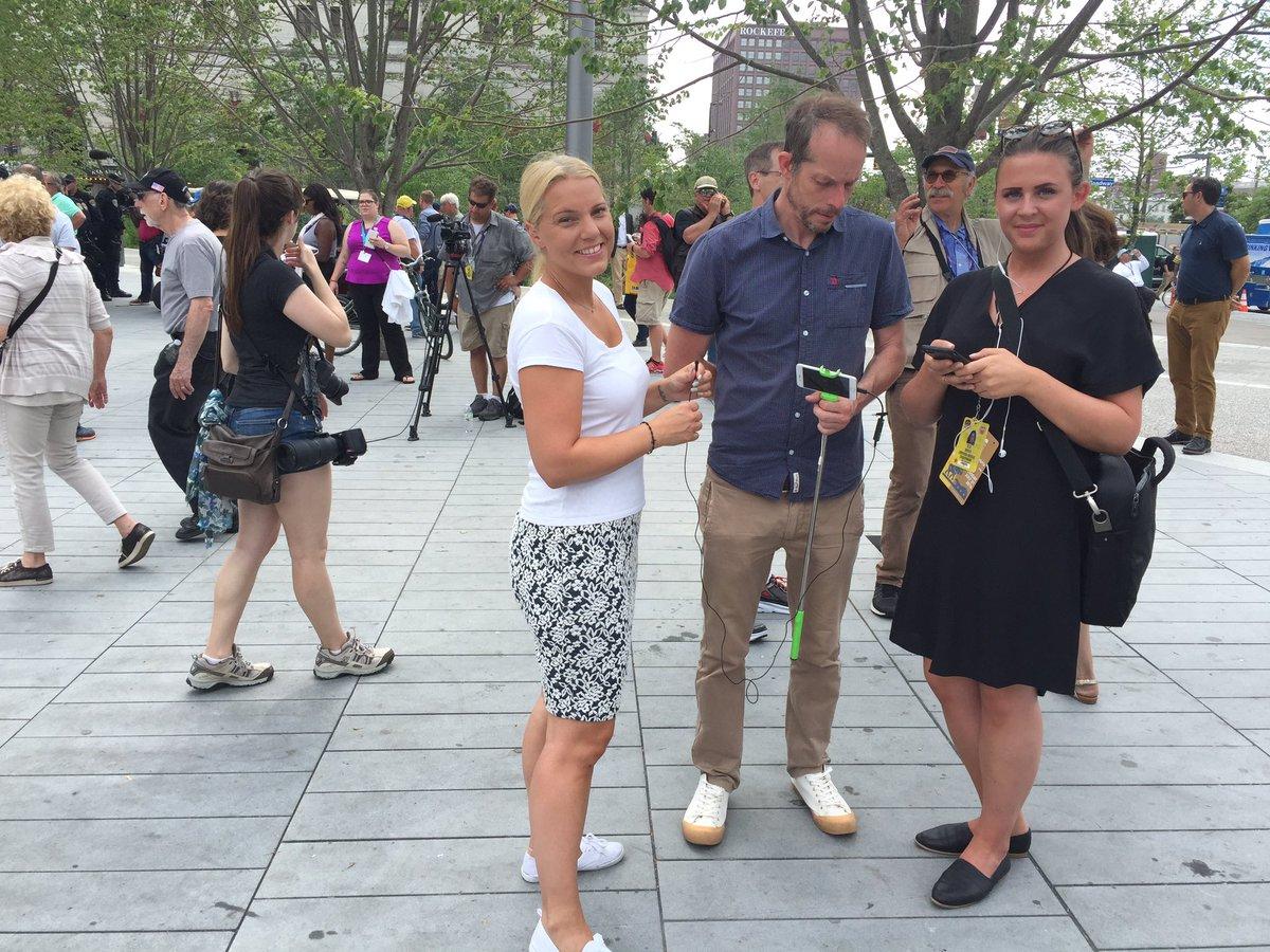 Carina Bergfeldt Sur Twitter Om Ni Gillar Svt Nyheters Sida Pa Facebook Sa Kan Ni Se Oss Ga Live Om Sisadar 2 Minuter Carina Andreas Ella