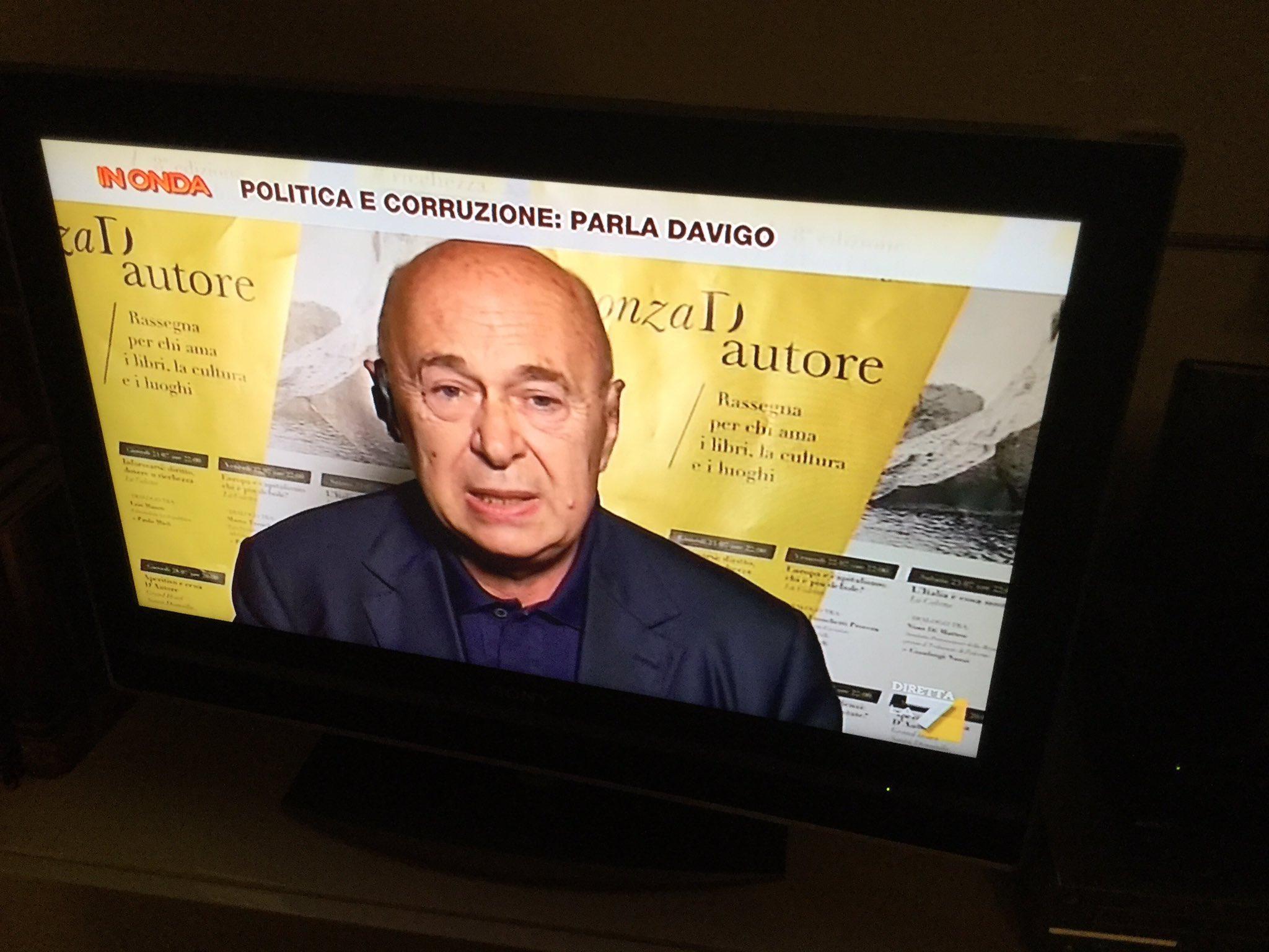 bel colpo di Visverbi su La 7 per @PonzadAutore,brave https://t.co/ykY2F2vHNM https://t.co/T8HyK4pHsd