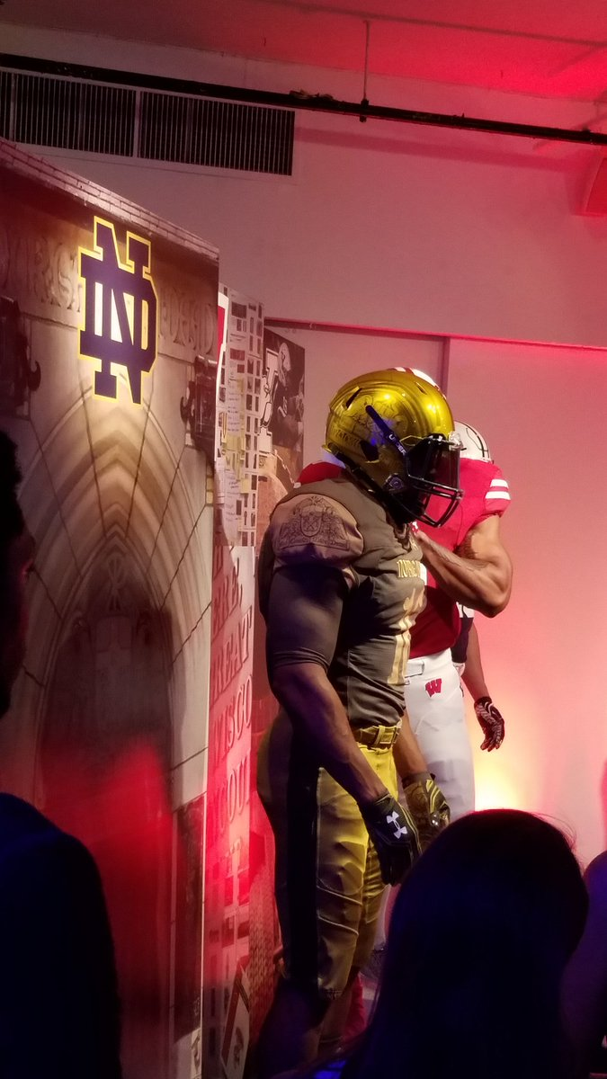 Under Armour unveils the @NotreDame @NDFootball #ShamrockSeries 2016 uniform. #UA #UNDERARMOUR #Fashion #Sports https://t.co/mMzjZWTSGW
