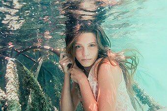 「人魚の生まれ変わり」と称されるバハマハーフの女子高生が話題に!