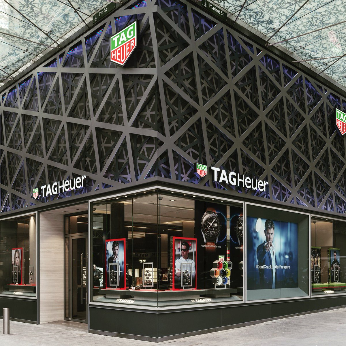 This morning @TAGHeuer reopened its flagship store on L2, a world's first unveiling of their new design concept