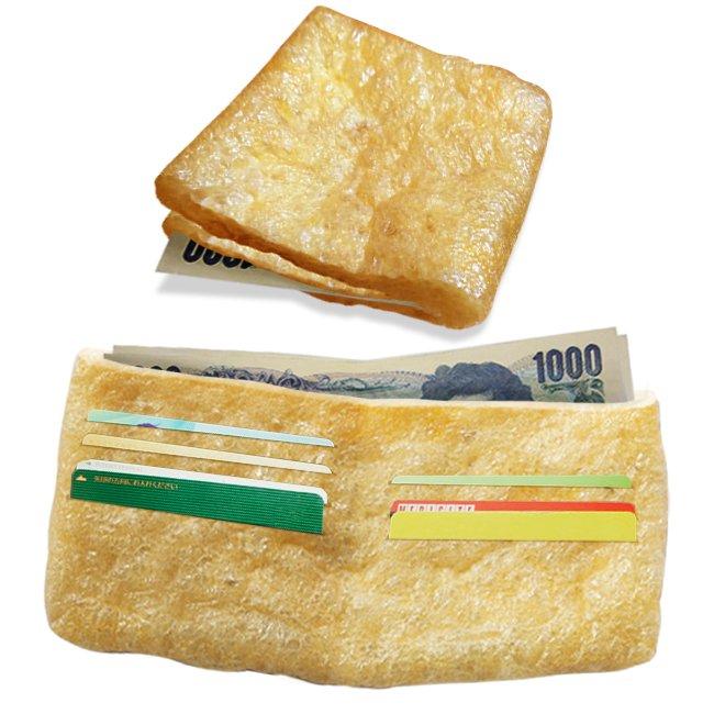 [油揚げウォレット]黄金色で縁起の良い財布です。ただ狐には注意を。化かされお札が葉っぱに変わらぬようお気をつけください。