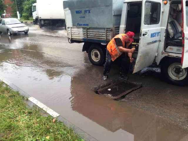 Прочистка ливневой канализации по ул. Беклемищева в Узловой