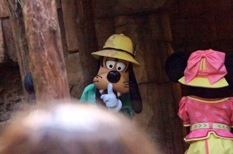 まさにこれぞディズニーの闇wwミッキーの顔が怖すぎww