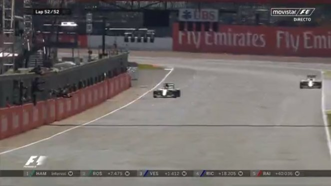 Hamilton vince a Silverstone davanti a Rosberg (penalizzato), deludenti le Ferrari