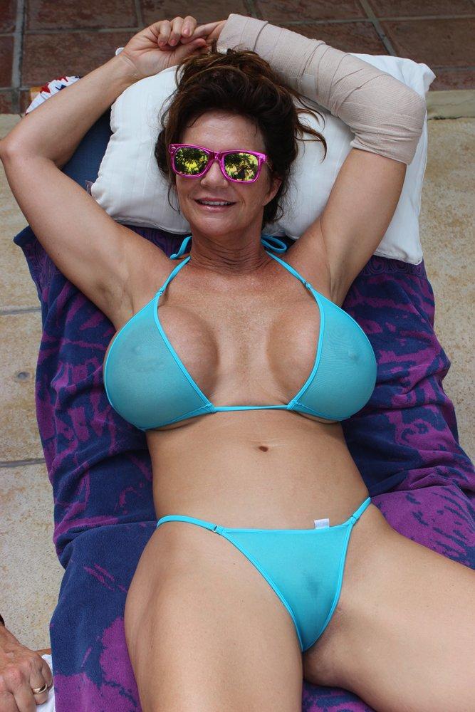 deauxma-bikini-photos