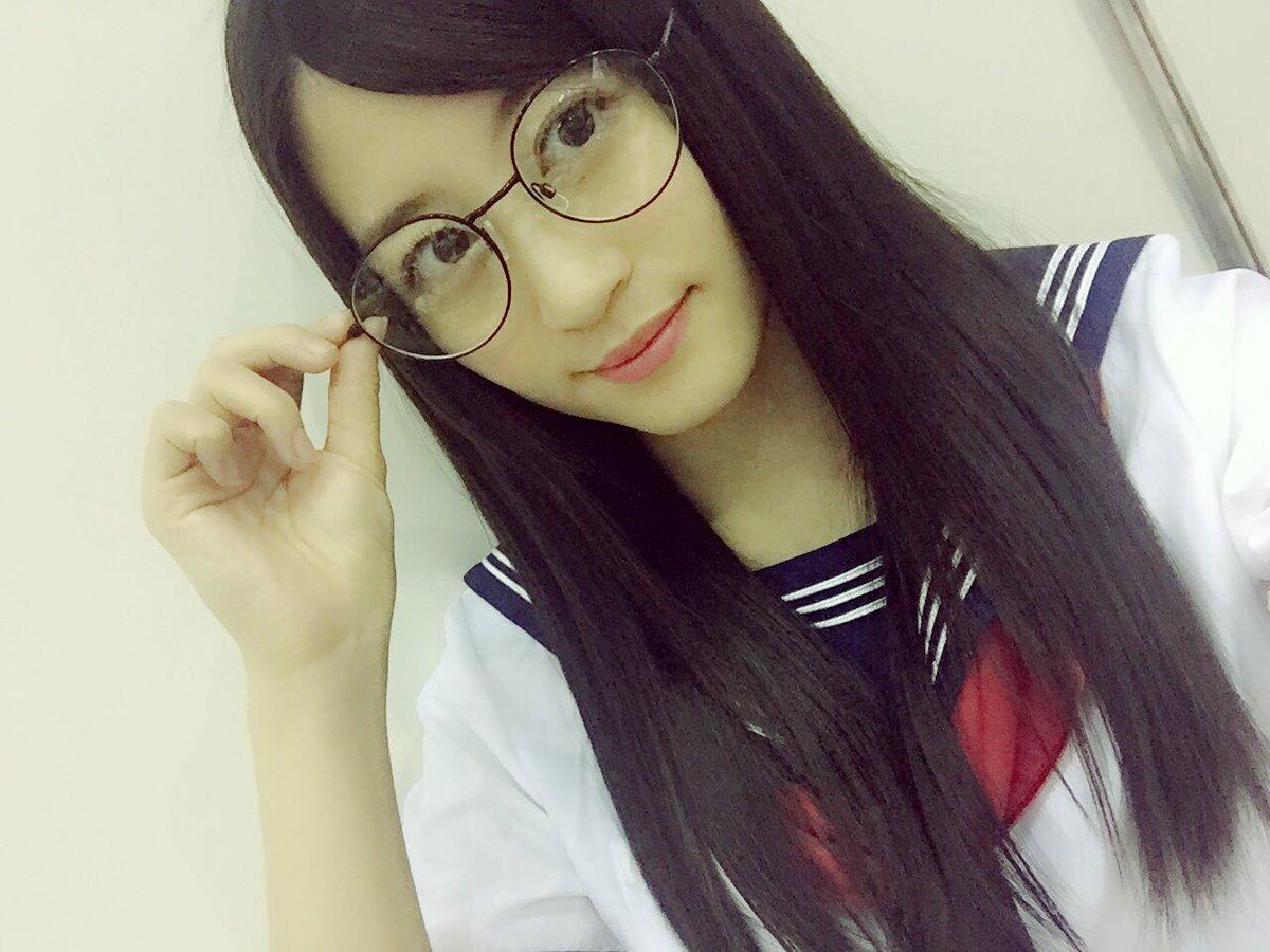 上西恵の眼鏡