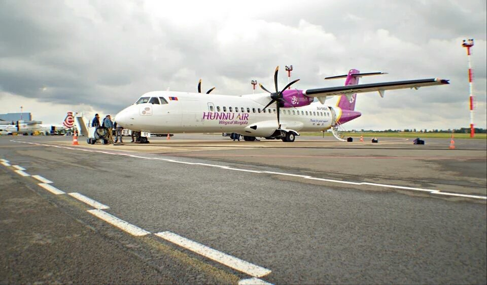 Congrats @HunnuAir_MR on receiving your 1st @ATRaircraft 72-500 #AircraftDelivery <br>http://pic.twitter.com/TMs7m3qMht