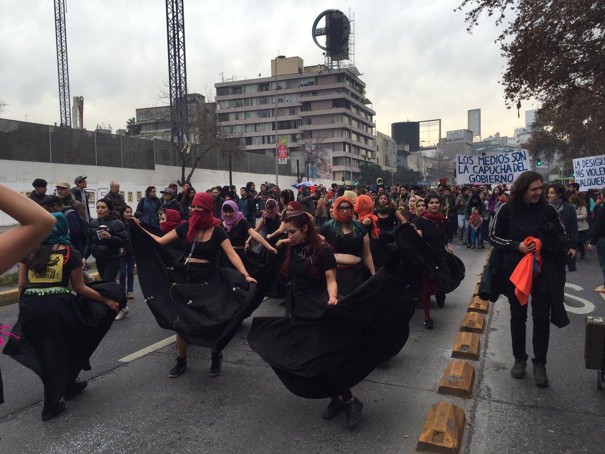Avanza #MarchaFamiliar contra los parches del Gobierno, exigiendo una Reforma que consage la Educación como #DERECHO https://t.co/EWWbjiggL2