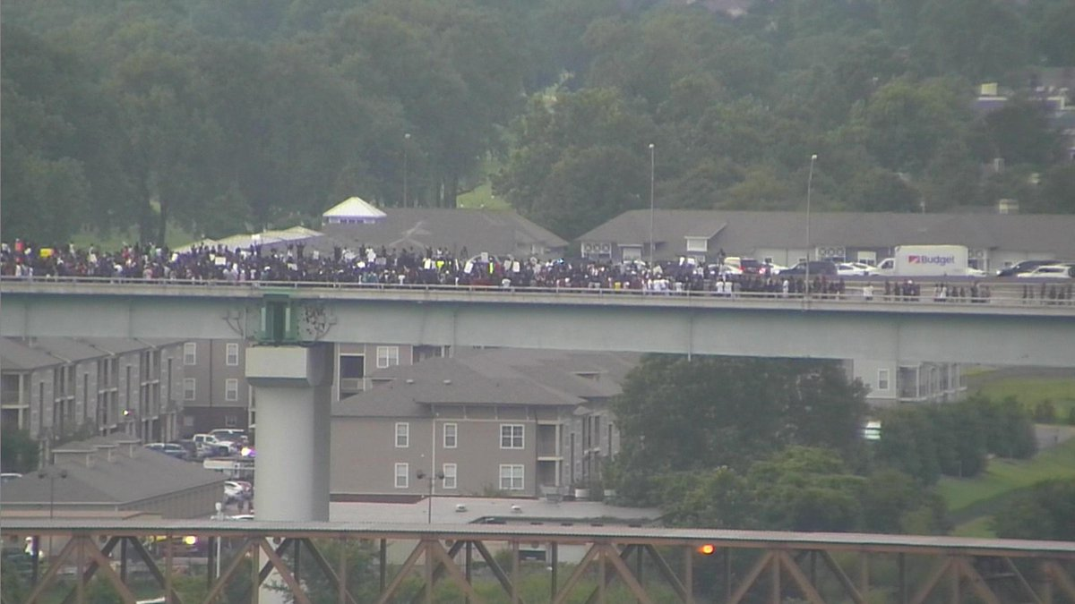 I-40 bridge flooded with protesters.>>https://t.co/zqglLVj4xD #wmc5