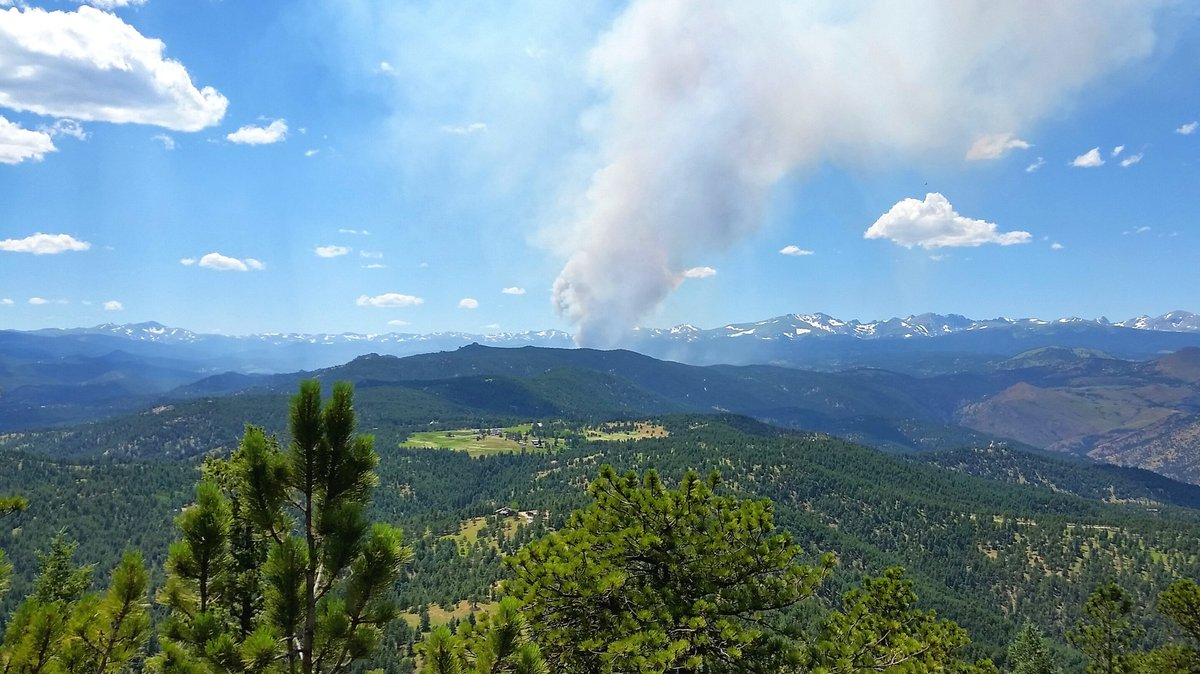 view of #ColdSpringsFire from Green Mountain just west of Boulder https://t.co/V1FkeNmOEd