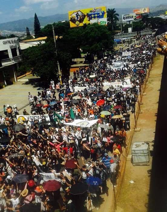 Honduras: Binlerce Öğrenci Neoliberal Eğitim Reformlarını Protesto Etti