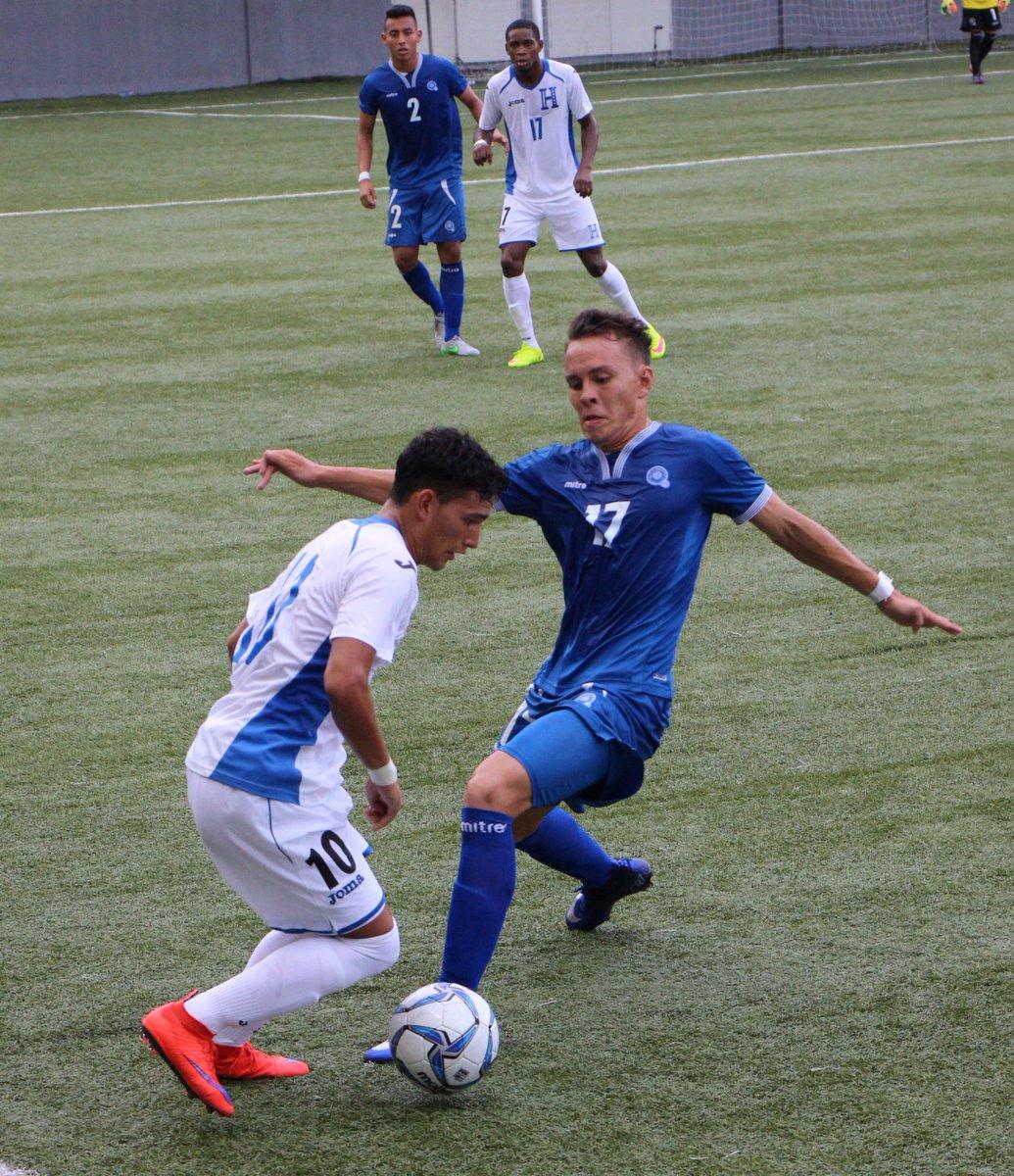 Eliminatorias UNCAF 2016: El Salvador 1 Honduras 2. CnCWG98WYAAr6ND