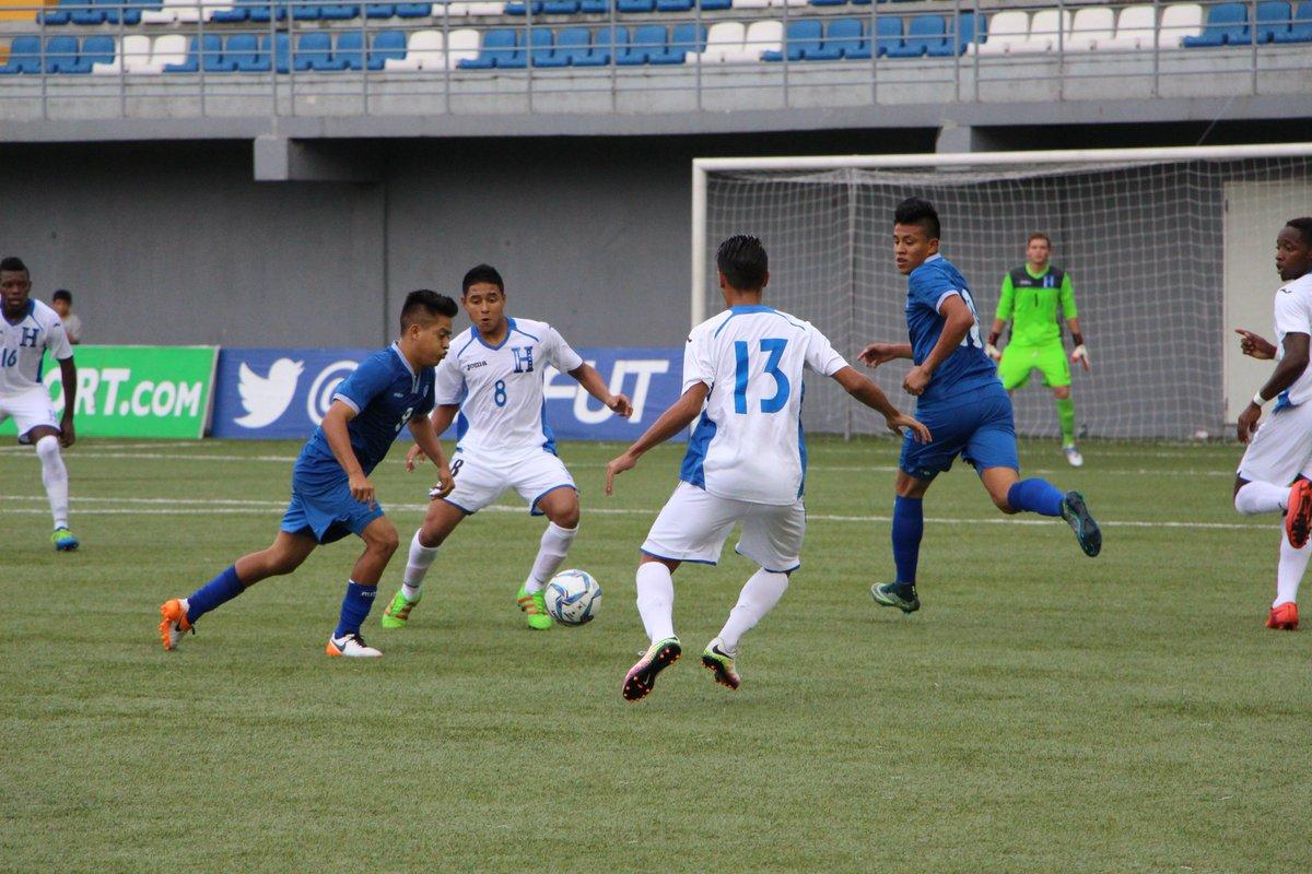 Eliminatorias UNCAF 2016: El Salvador 1 Honduras 2. CnCWJYpWIAAT9Uu