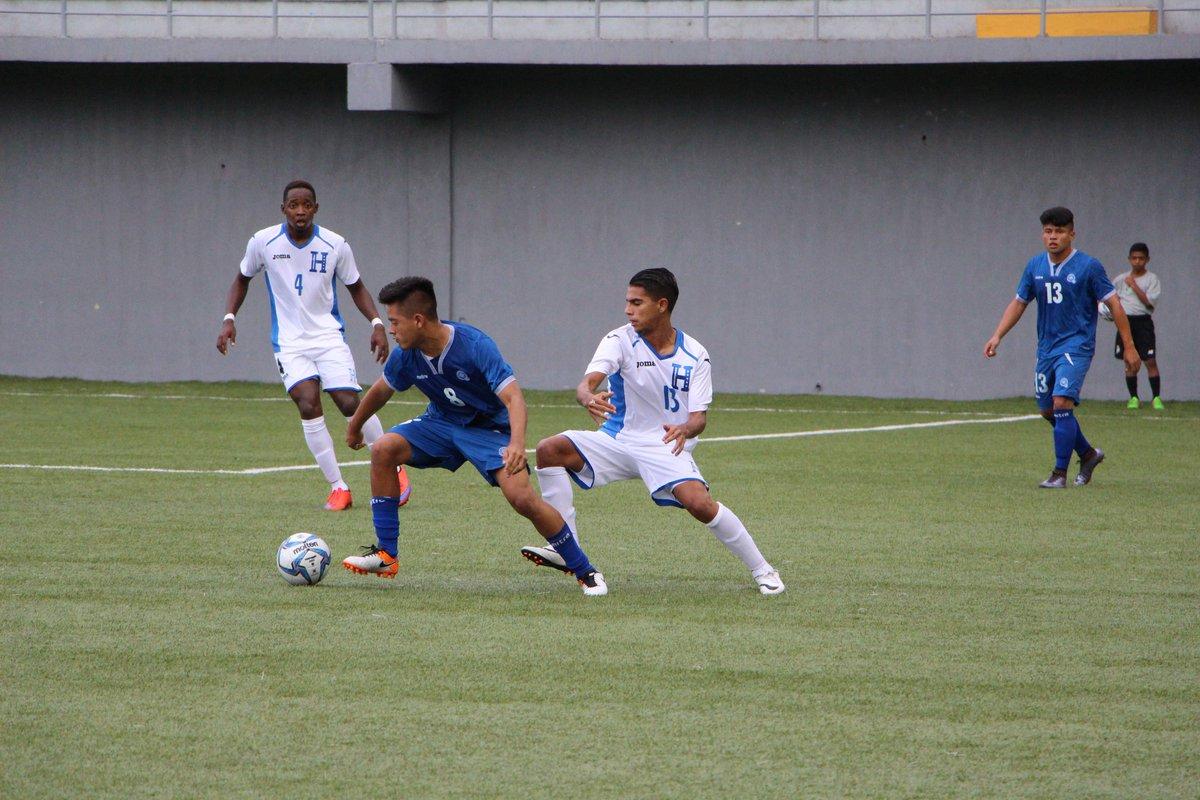 Eliminatorias UNCAF 2016: El Salvador 1 Honduras 2. CnCWamyWEAAn-8y