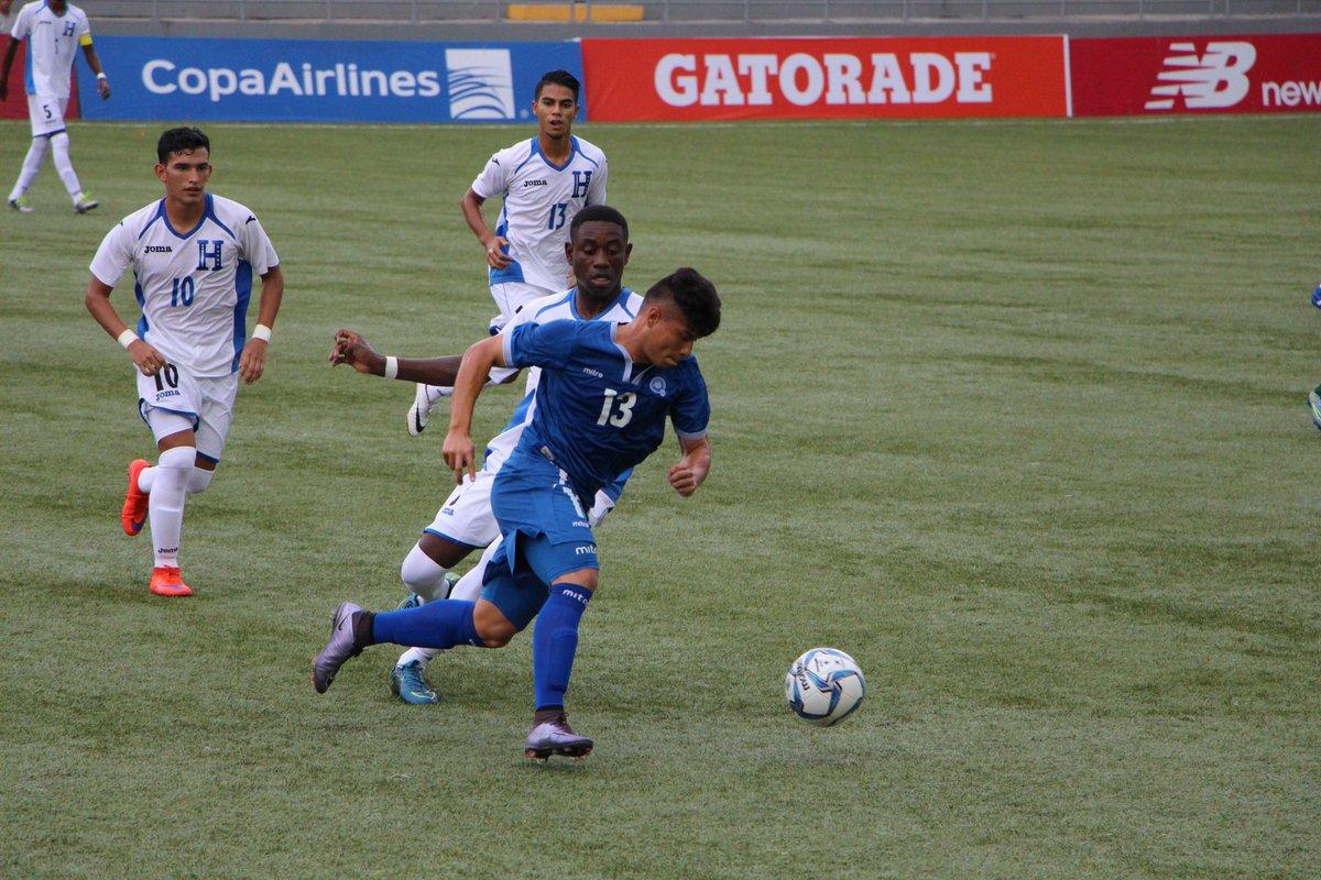 Eliminatorias UNCAF 2016: El Salvador 1 Honduras 2. CnCWcBVWEAA409m