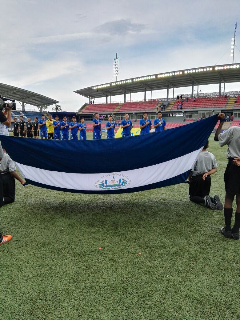 Eliminatorias UNCAF 2016: El Salvador 1 Honduras 2. CnCX4rpW8AAfbGO