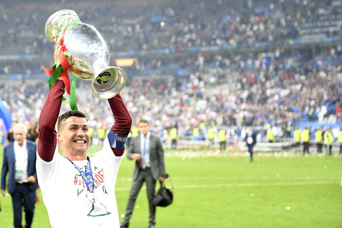 4c0b1120ccd31 Portugalsko na čele s Ronaldom prebralo trofej pre Majstra Európy ...