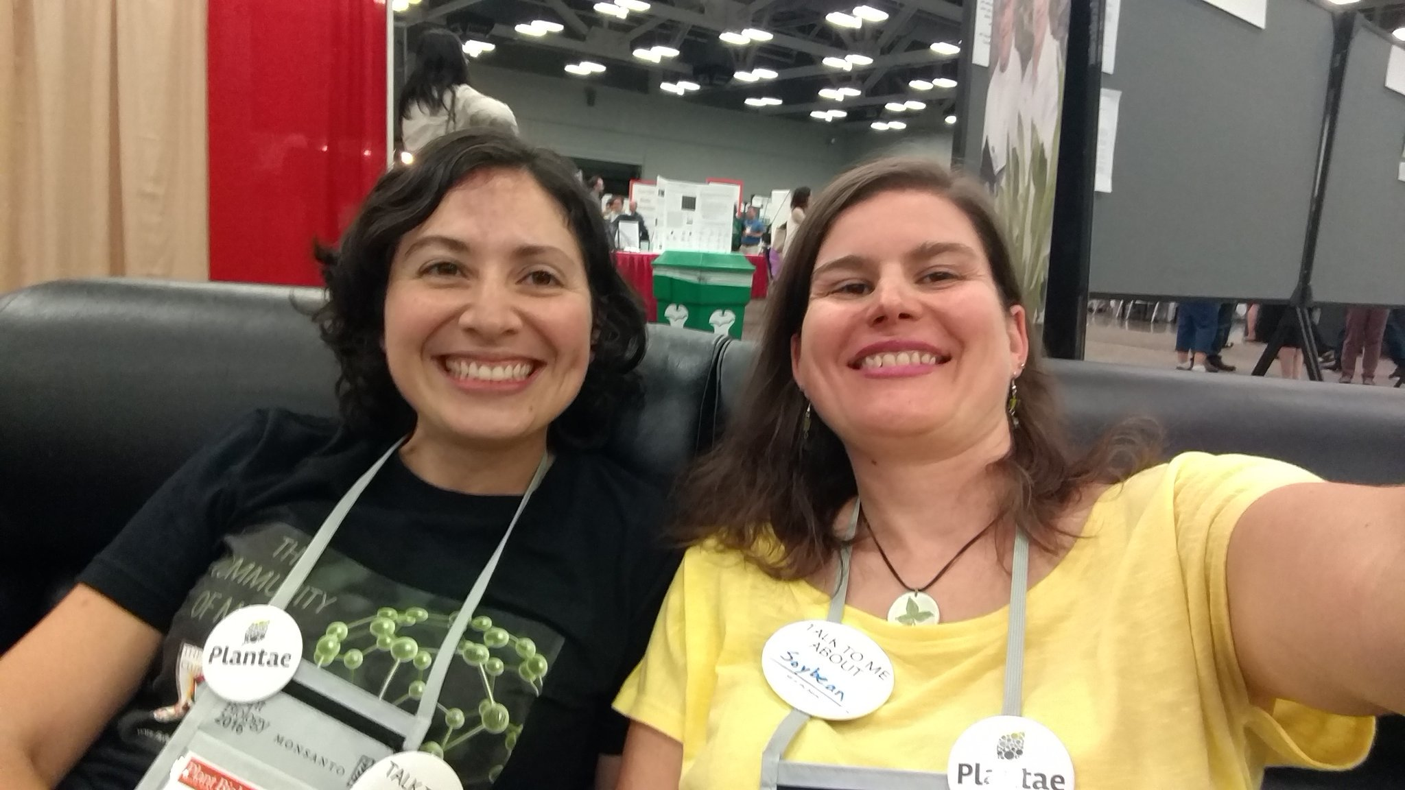 Hanging with new friend @huotbethany #myotherbench #plantbio16 https://t.co/cZf9A0qWAc