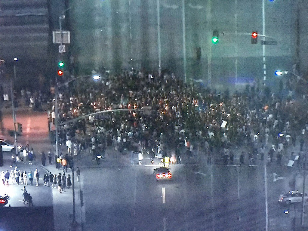 Inglewood: protestors taking to the streets. Manchester at the 405 @FOXLA https://t.co/0jPyidKpbF