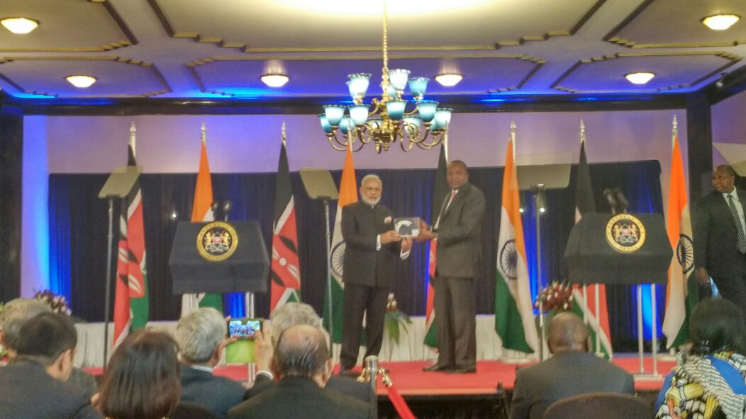 PM @narendramodi gifts Bhabhatron, a state-of-art nuclear medicine cancer therapy machine, to President @UKenyatta