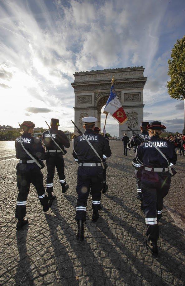 #14juillet2016 La Douane française défilera pour la première fois depuis 1919 ! https://t.co/l1rCSbPC3Q https://t.co/Uv58pfn7Fj