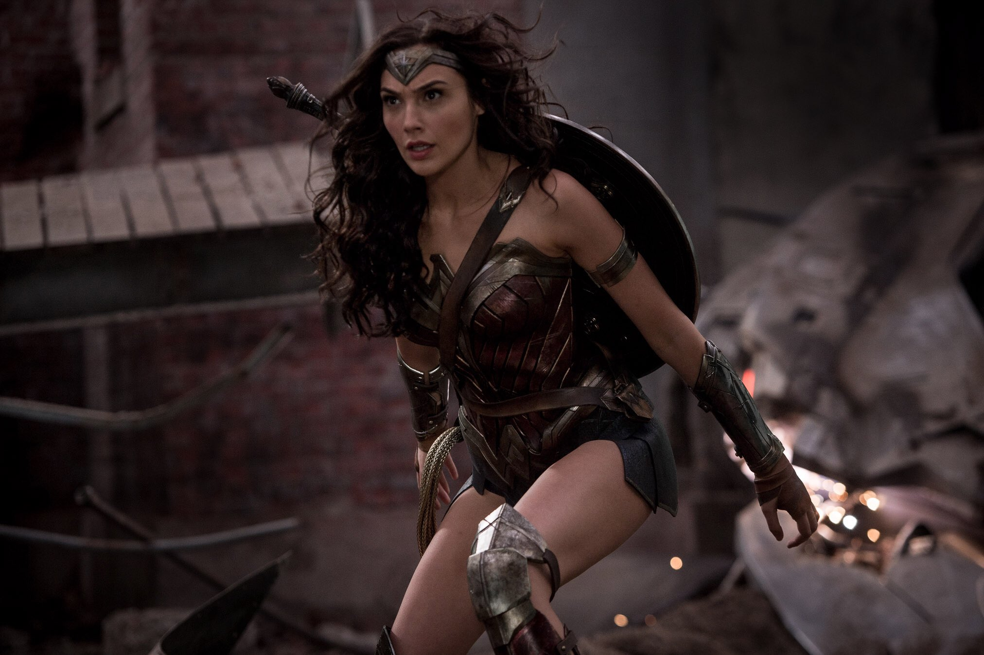Gal Gadots Wonder Woman Prepares For Battle In A New -3960