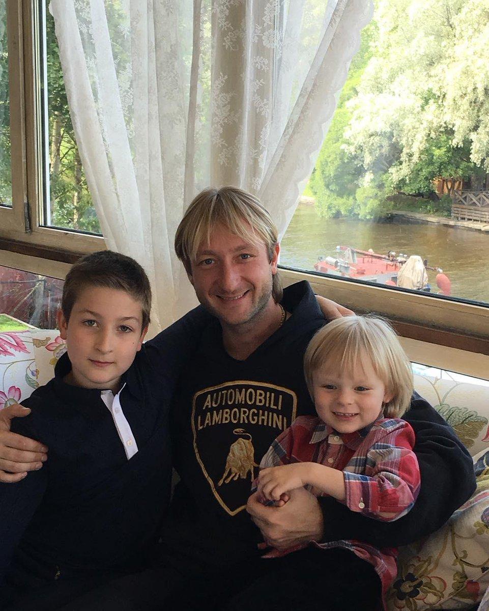 Сыновья Евгения Плющенко от обоих браков познакомились ...