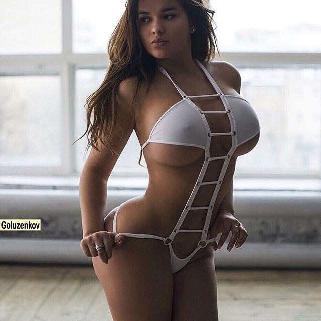 Kim kardashian bikini caliente