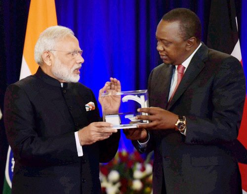 PM #Modi hands over a model of #Bhabhatron to President @UKenyatta. #ModiInKenya